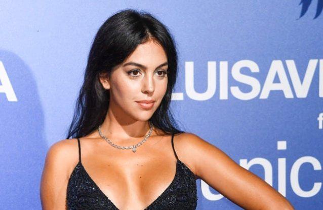 Georgina Rodríguez seduz com vestido que custa menos de 35 euros