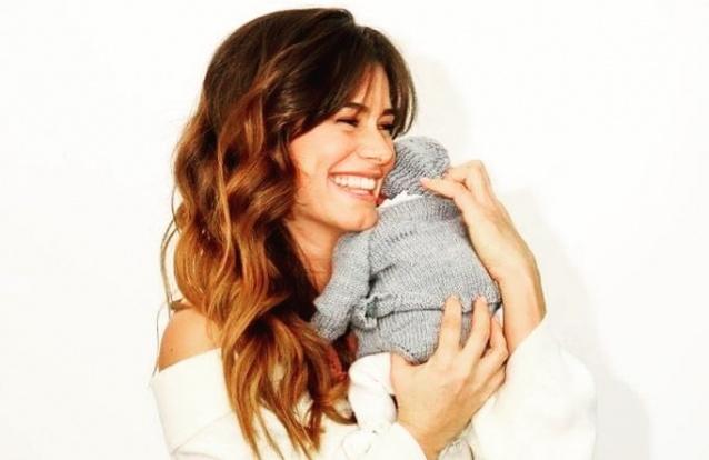 Cláudia Vieira volta a encantar a internet com nova imagem de Caetana