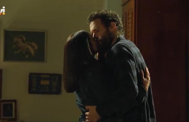 """Hoje em """"Quer o Destino"""": Vitória envolve-se com Carlos a pensar em Lucas"""