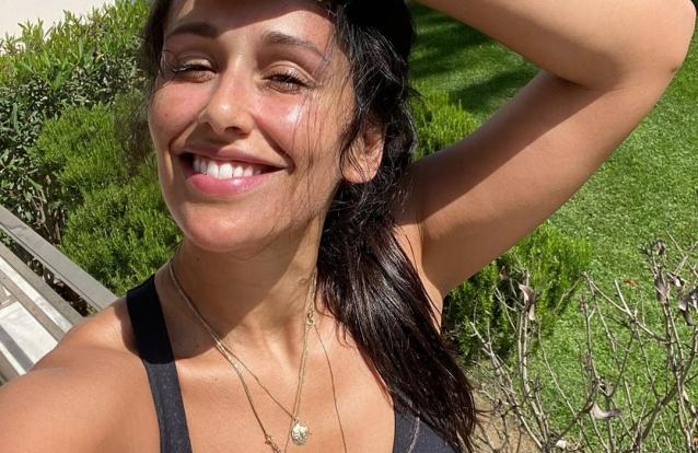 Rita Pereira mostra momento divertido em que cão salta na piscina