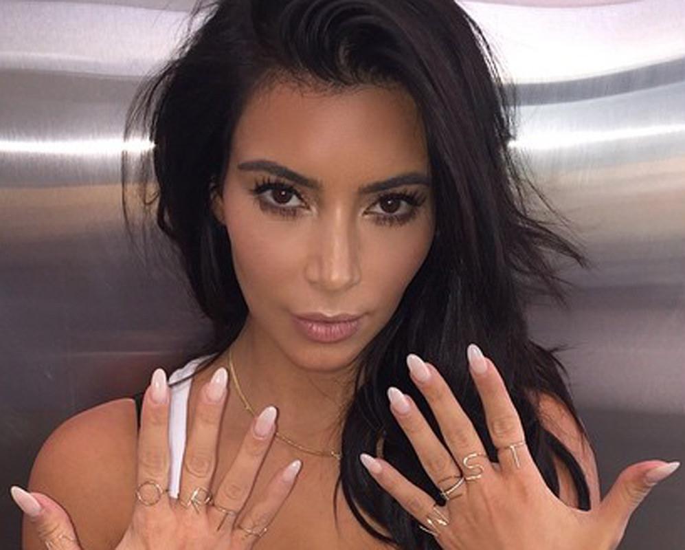 Kim_Kardashian_selfie_4.jpg