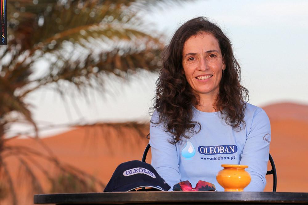 Elisabete Jacinto com pouca sorte neste 16º Rali de Marrocos.jpg