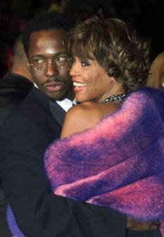 Bobby Brown acusa Whitney Houston de ser bissexual
