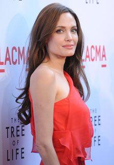 Angelina Jolie linda em vermelho
