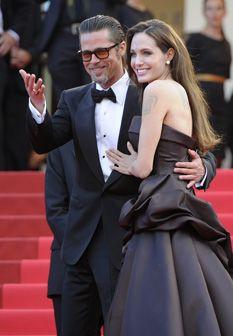 Angelina Jolie e Brad Pitt beijam-se em Cannes
