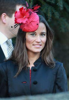 A irmã de Kate, Pippa Middleton, vem provar que é possível ser elegante sem 'fechar a boca'
