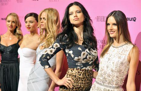Manequins da Victoria's Secret fazem furor em Los Angeles