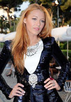 Blake Lively usa minissaia em Cannes