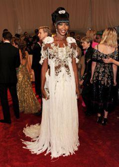 Os piores vestidos da gala do Met: Naomi, Fergie e mais...!