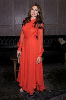 Eva Mendes veste demasiado vermelho!