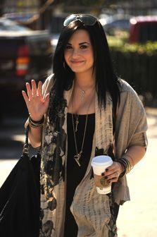 """""""Tive um colapso nervoso"""" revela Demi Lovato"""