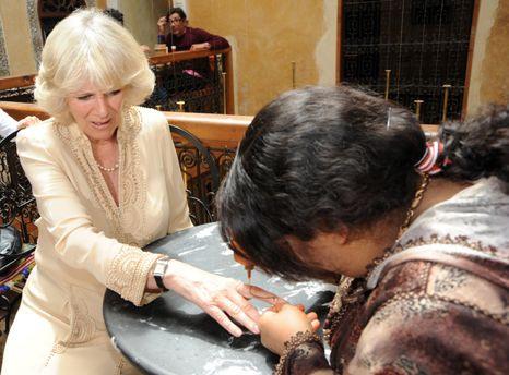 Camilla faz tatuagem!