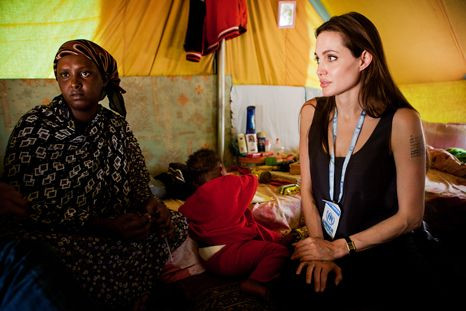 Tatuagem lança a questão: Angelina Jolie vai ter mais um filho?