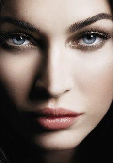Vídeo: Megan Fox despe-se para anúncio Armani