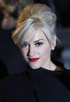 Gwen Stefani dá a cara por batons vermelhos