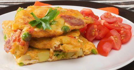 Tortilha de legumes e chouriço
