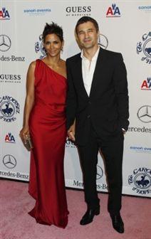 Halle Berry exibe Olivier Martinez, o seu novo namorado
