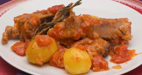 Entrecosto com batatas e tomate