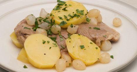 Caçarola de carne com batatas e cebolinhas