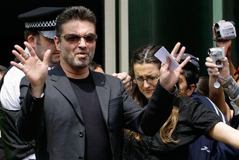 George Michael detido após acidente de automóvel