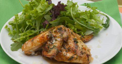 Asas de frango marinadas e assadas