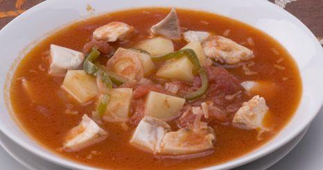 Sopa de peixe com pimento