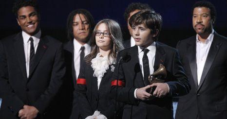 Filhos de Michael Jackson prestam tributo ao pai, na cerimónia dos Grammy