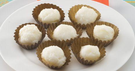 Bolinhos de coco e pinhão