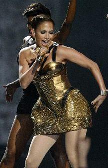 Vídeo: Jennifer Lopez cai em palco