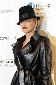 Look do dia: Sharon Stone!