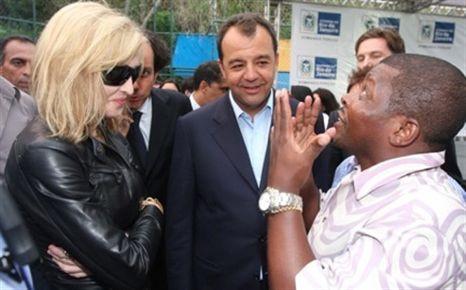 Fotogaleria: Madonna em visita a favela no Rio de Janeiro