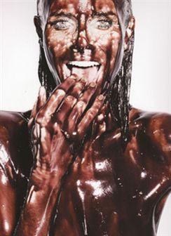 Fotogaleria: Heidi Klum como nunca a viu - nua e coberta de chocolate