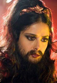 Salma Hayek com barba no novo filme