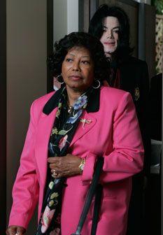 Katherine Jackson fica com a custódia dos netos