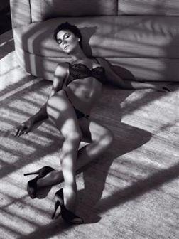 Victoria Beckham posa para Armani