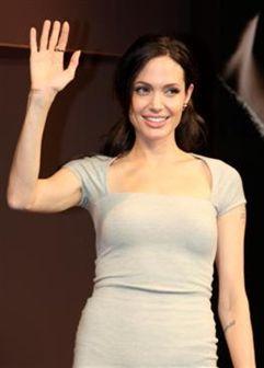 Angelina Jolie é a mais bela do mundo