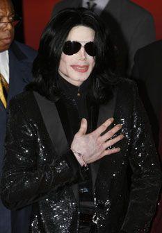 Autópsia: Michael Jackson tinha o rosto tatuado