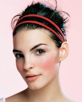 Como resolver emergências de beleza: falhas no verniz, blush a mais...