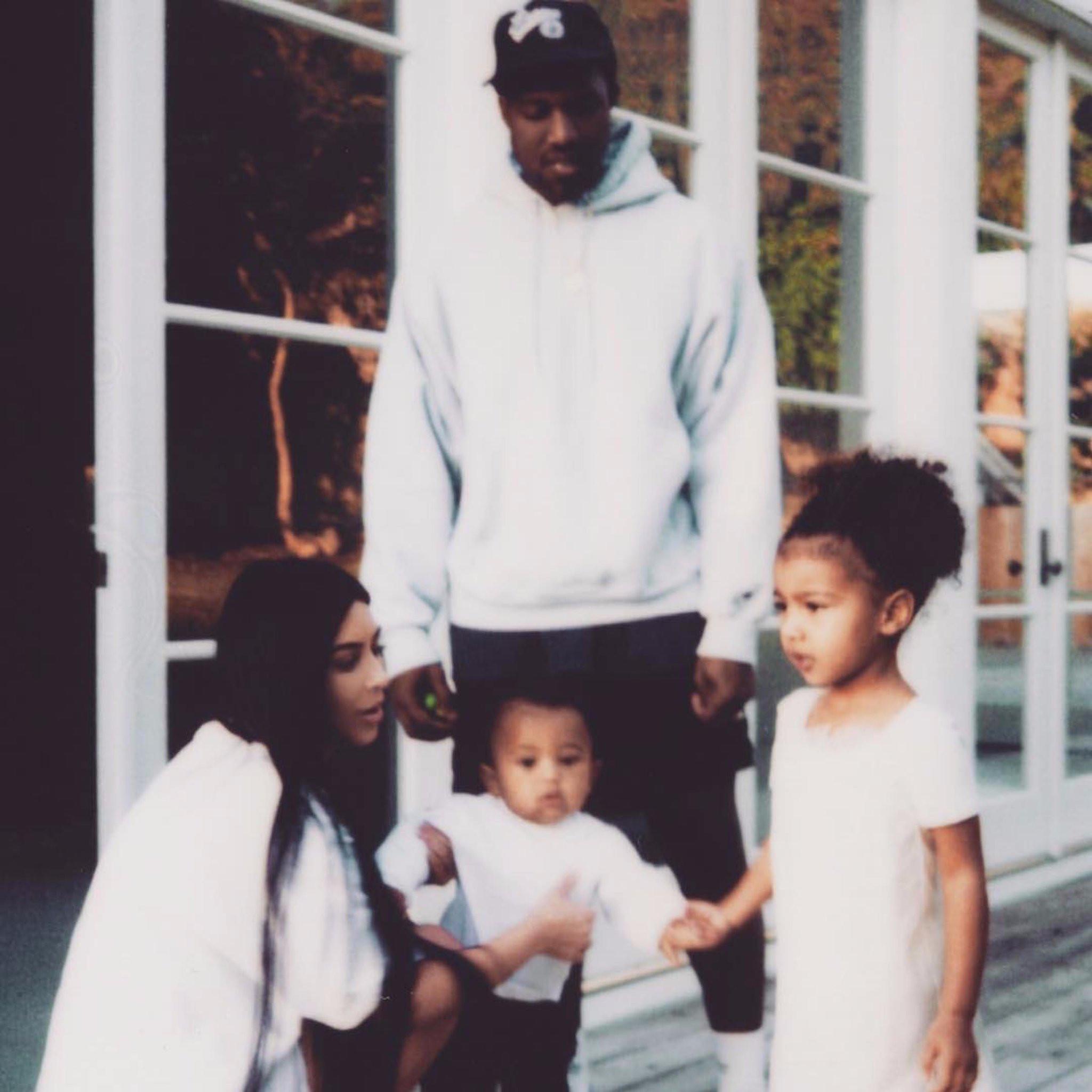 Kim-Kardashian-Family-Instagram-Picture-January-2017.jpg