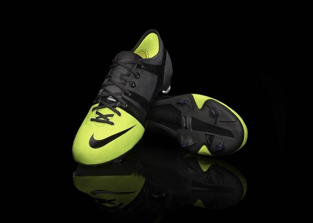 Nike lança chuteira ecológica | EXAME