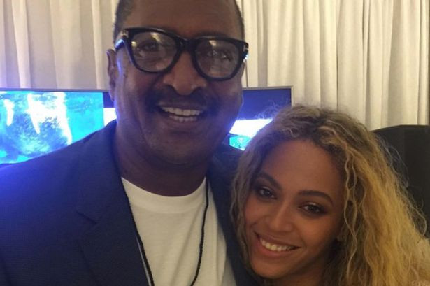 Beyonce-and-her-dad.jpg