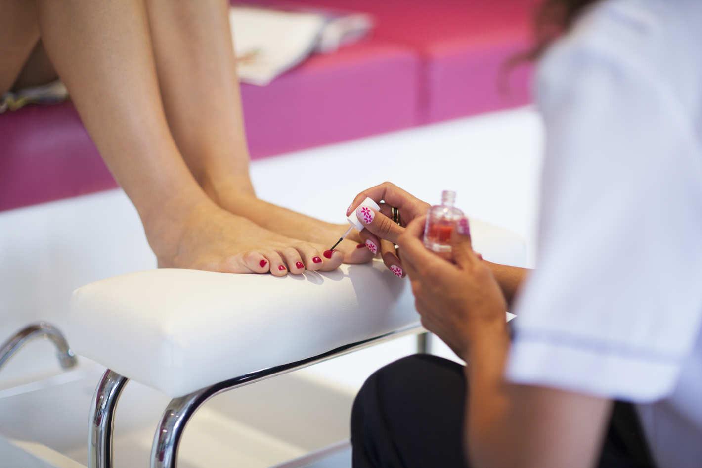 11-nail-salons-female-bonding-1.w710.h473.2x.jpg
