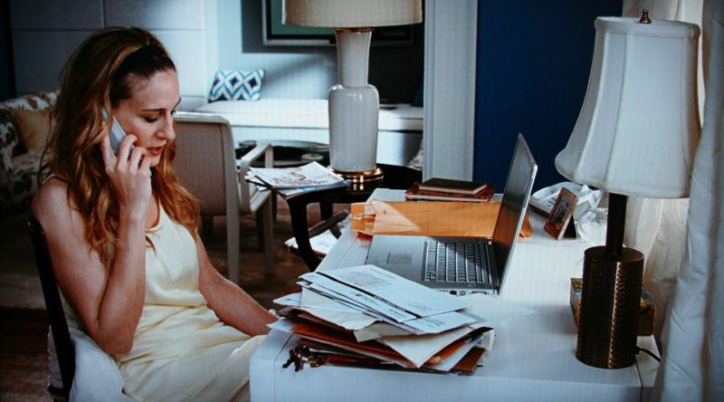 Carrie-Bradshaw-Writing-Desk-Blue-Apartment-SatC-e1509565893195.jpg