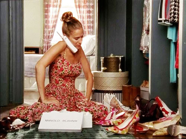 carrie-bradshaw-organizing-shoes-sex-and-the-city.jpg
