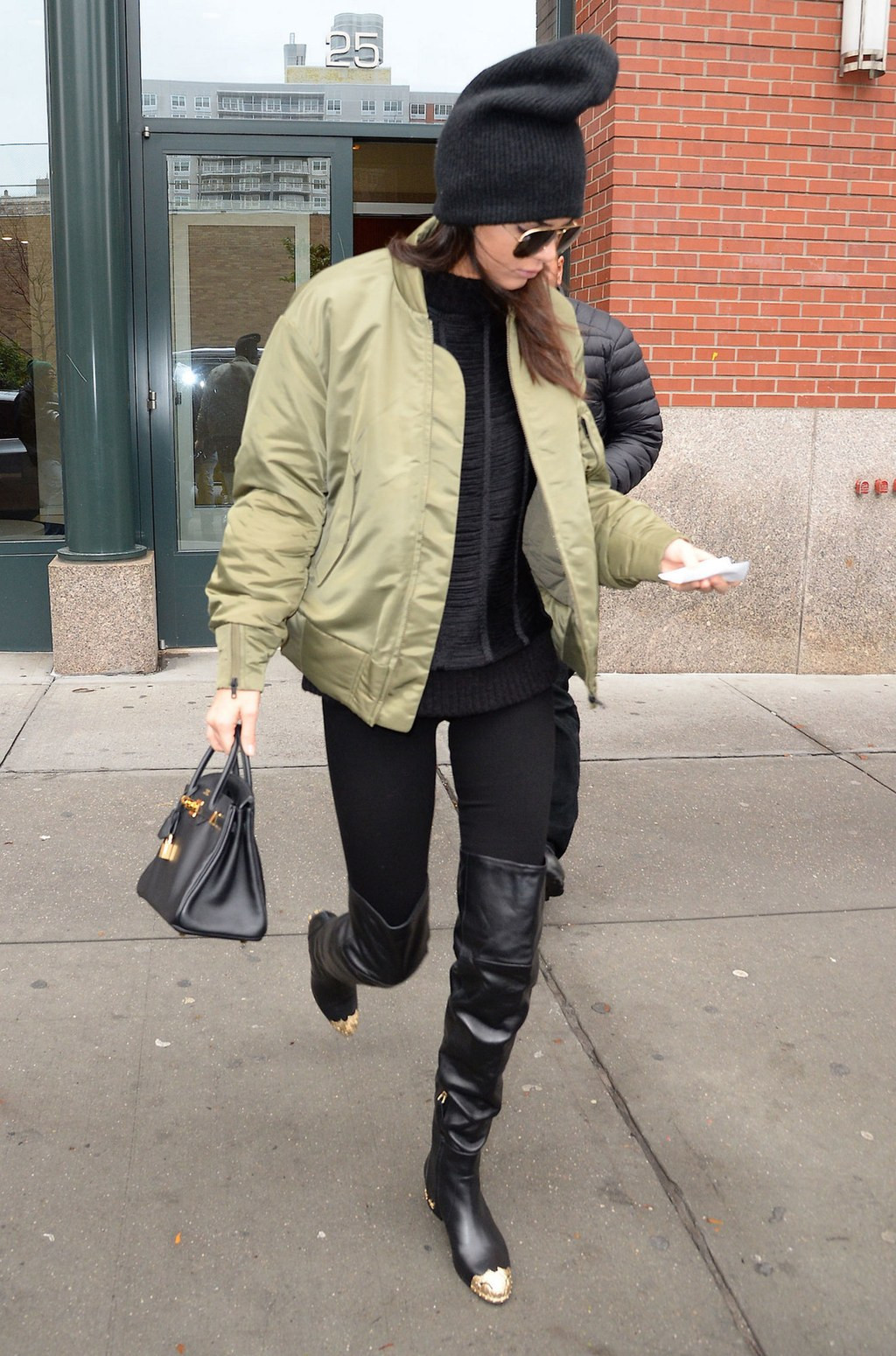 fashion-2016-01-kendall-jenner-leggings-over-the-knee-boots-main.jpg
