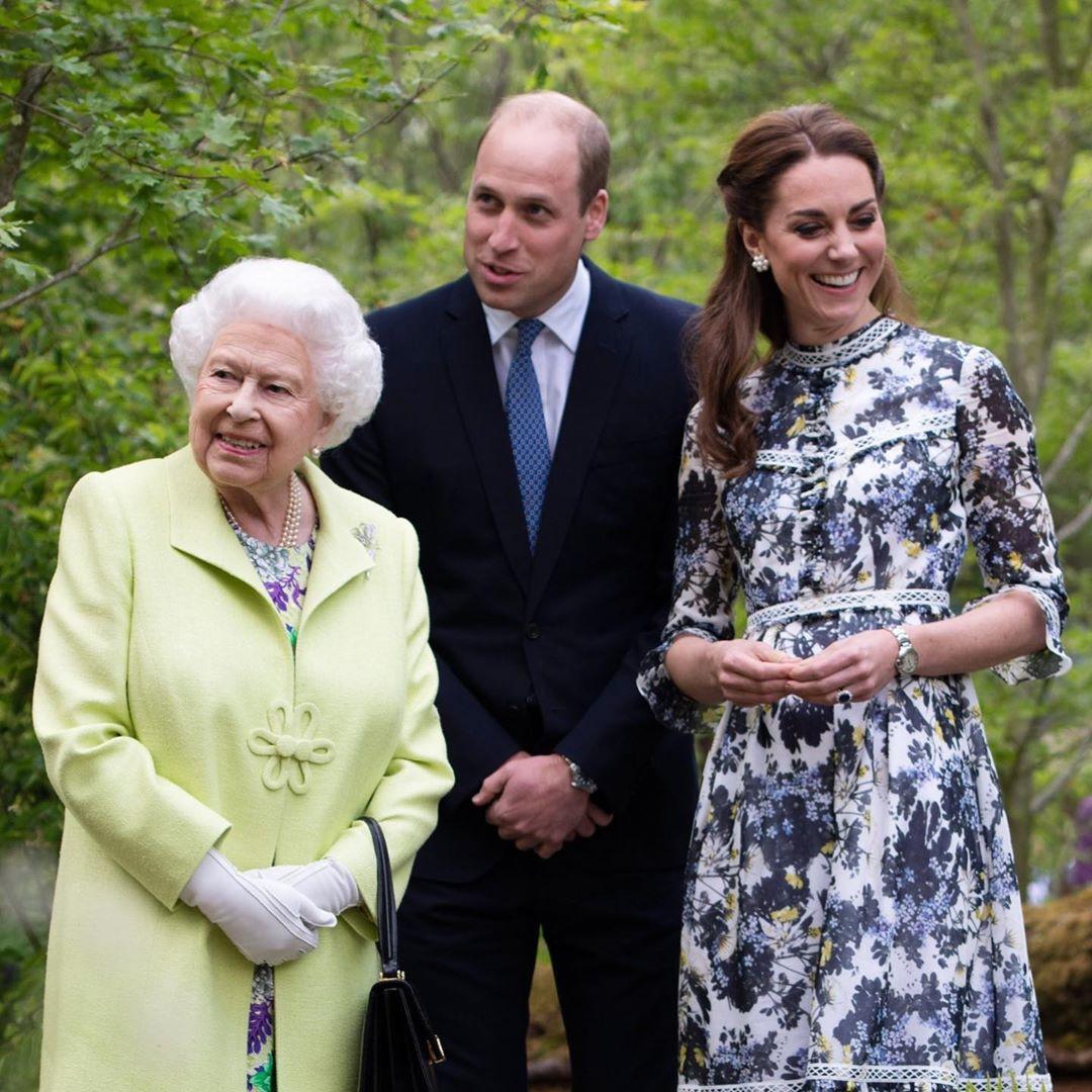 William Kate Isabel II.jpg