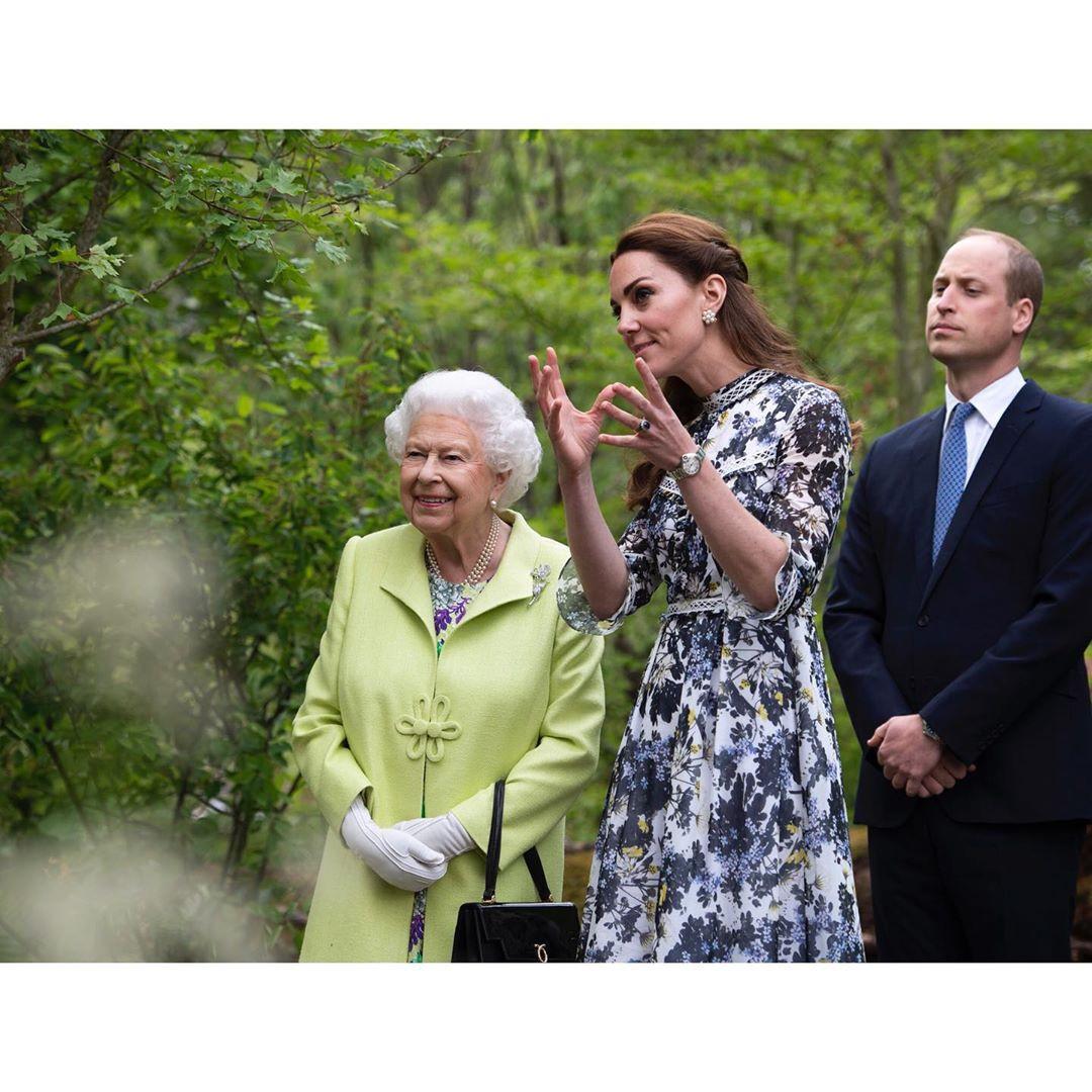 William Kate Isabel II 4.jpg