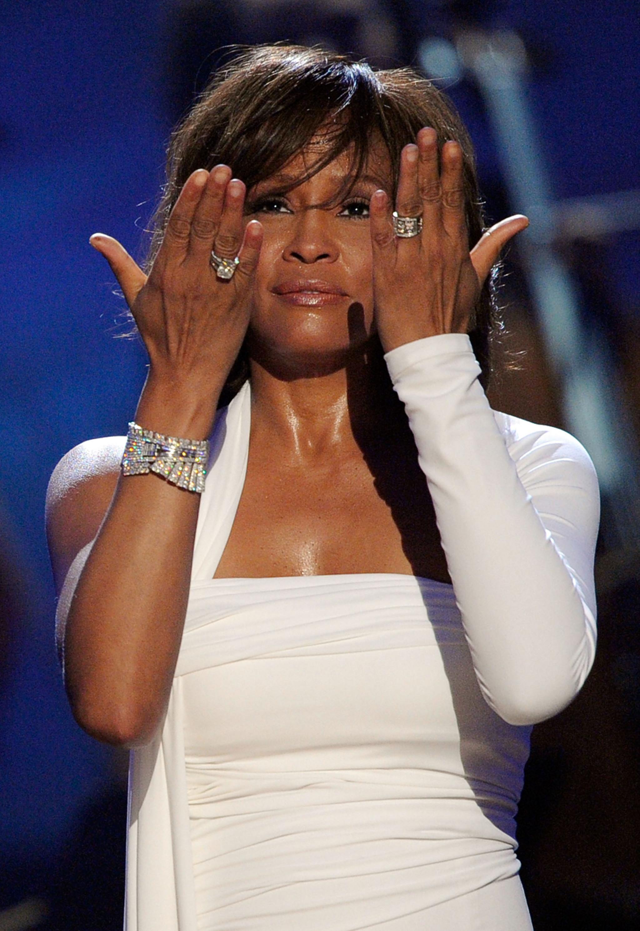 6.Whitney Houston.jpg
