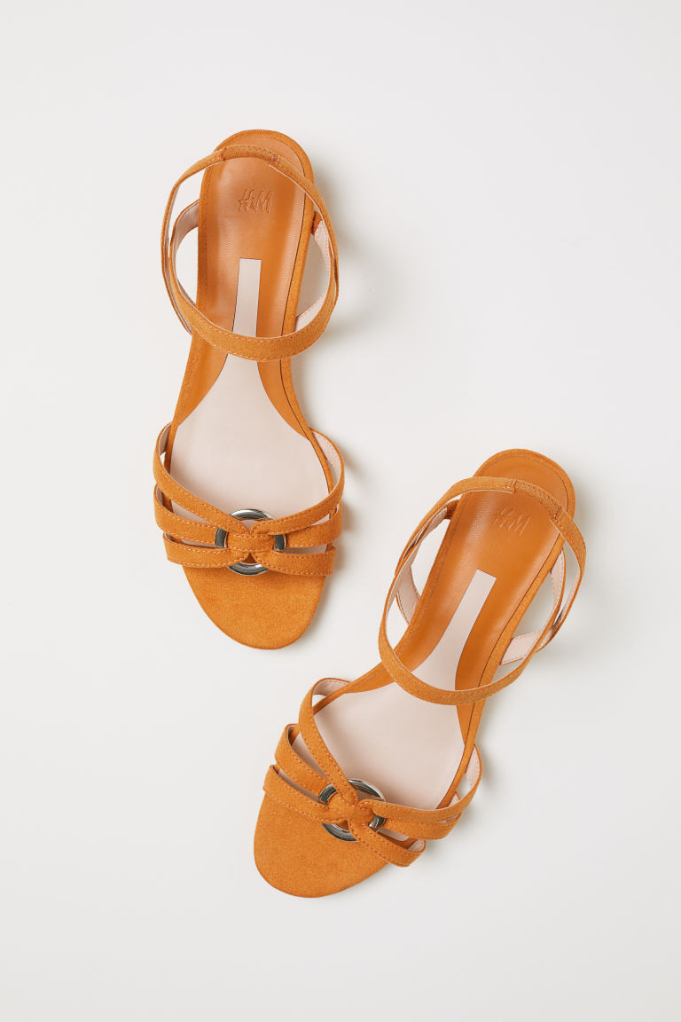 Sandálias em cunha H&M (13,99 euros, antes 19,99 euros).jpg