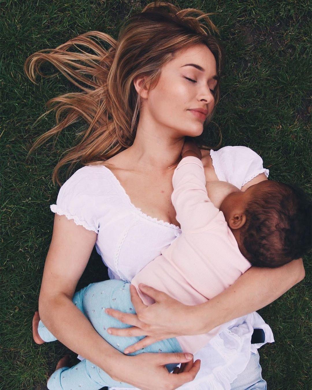 Megan com a filha, de um ano.jpg